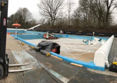 Verwijderen coatinglaag zwembad De Mors in Delden