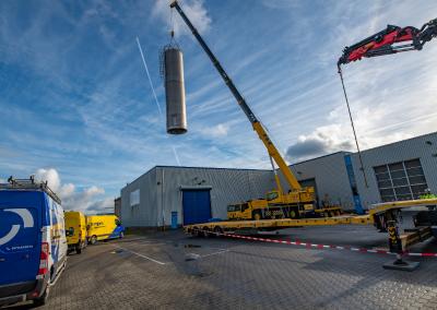 Uithijsen klei-silo en sloopwerkzaamheden te Zutphen